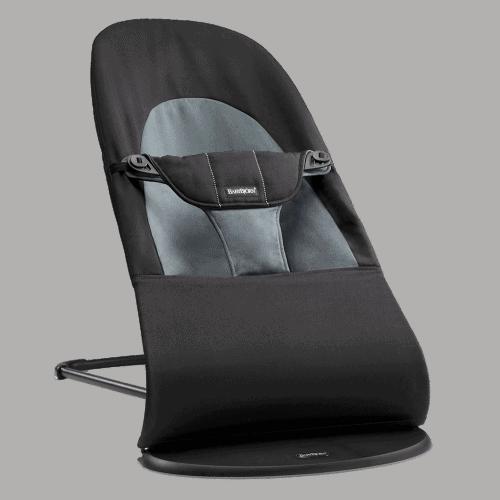 Eine Babywippe ist ein sicherer Platz zum Ausruhen und Beschäftigen für das Baby